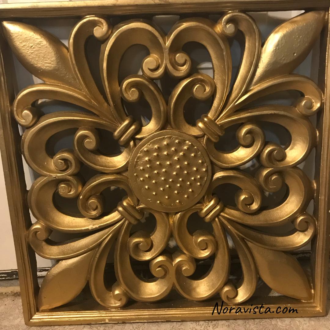 Golden fleur de lis wall art